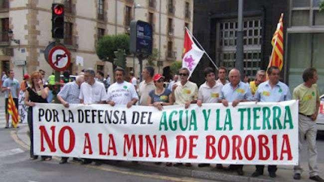 Cabecera de la manifestación contra la mina de Borobia