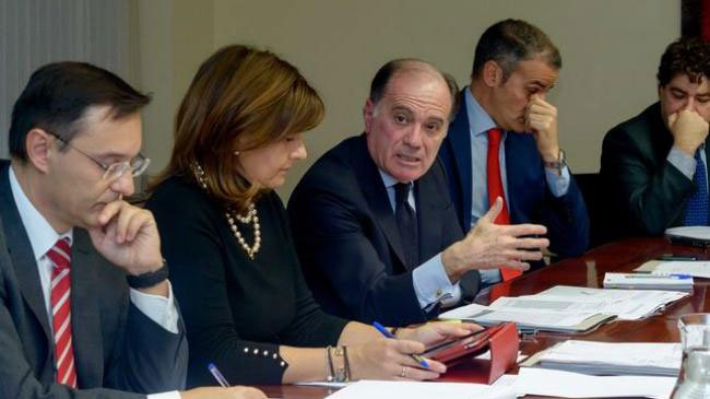 Tomás Villanueva, en el centro, en la constitución de la Comisión Ejecutiva del Consejo Financiero de Castilla y León. Foto: jcyl.es