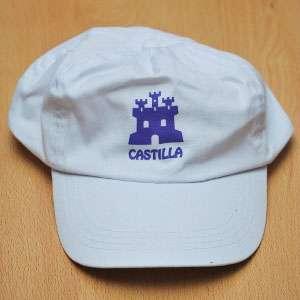 Visera blanca con el icono de Castilla morado